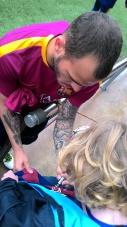 Sandro signe le maillot de Vadik